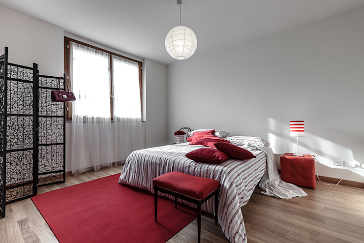 Home Staging presso Centro Residenziale in Lainate (MI) Gabriella Sala Design Camera da letto minimalista
