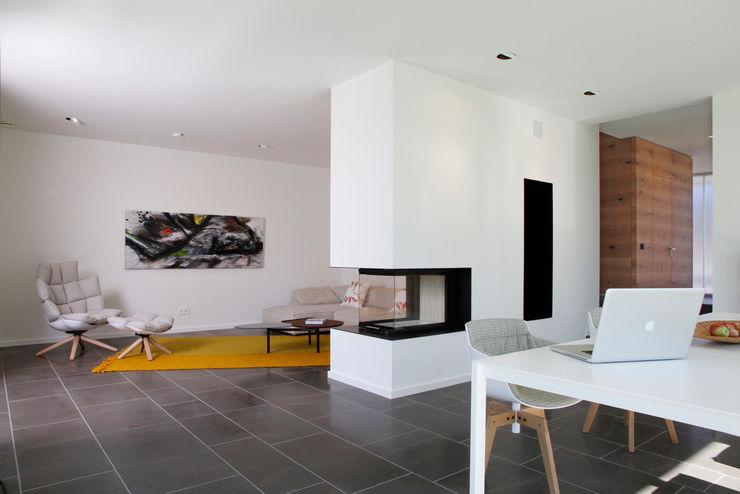 Fichtner Gruber Architekten Modern dining room