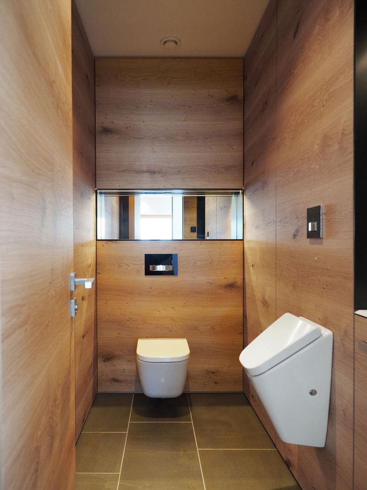 Fichtner Gruber Architekten Modern style bathrooms