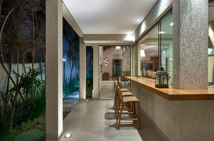 Isabela Canaan Arquitetos e Associados Balcones y terrazas modernos