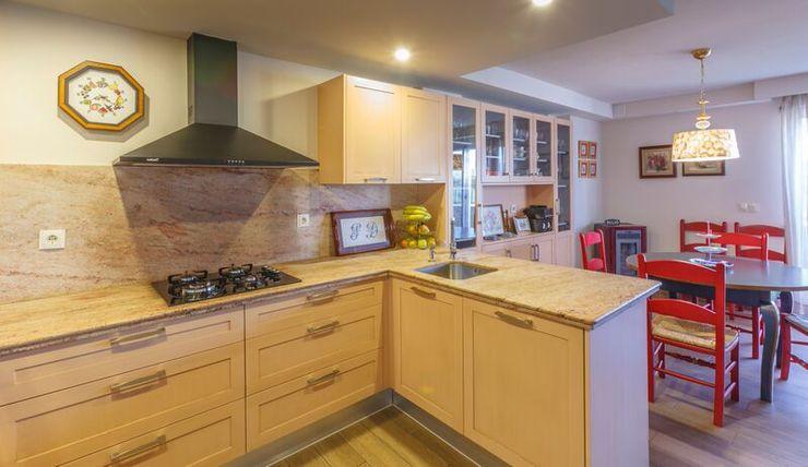 Conarte cocinas Rustic style kitchen