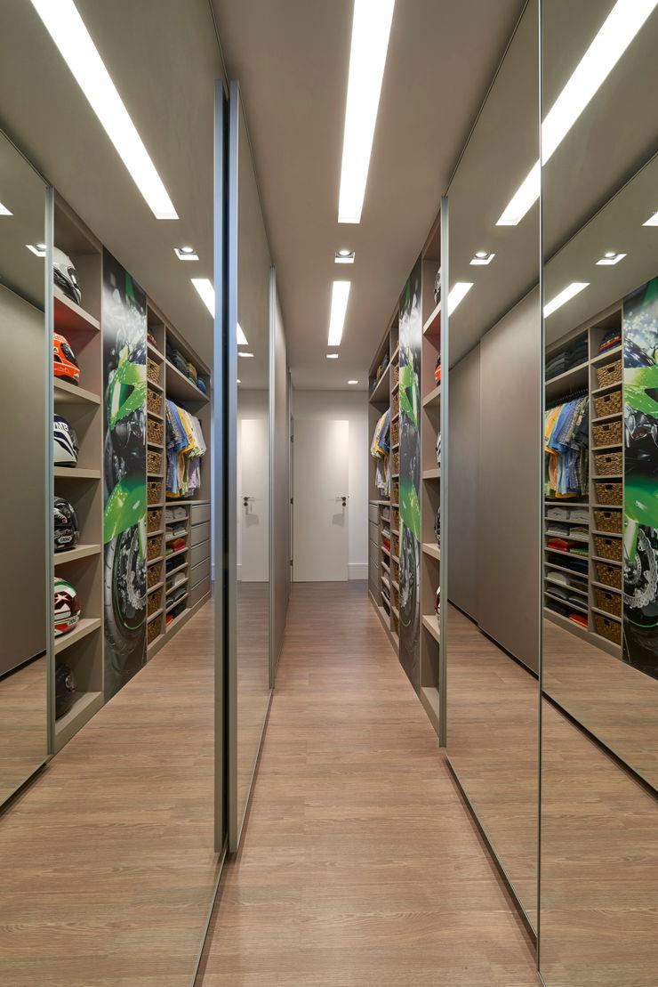 Isabela Canaan Arquitetos e Associados Modern dressing room