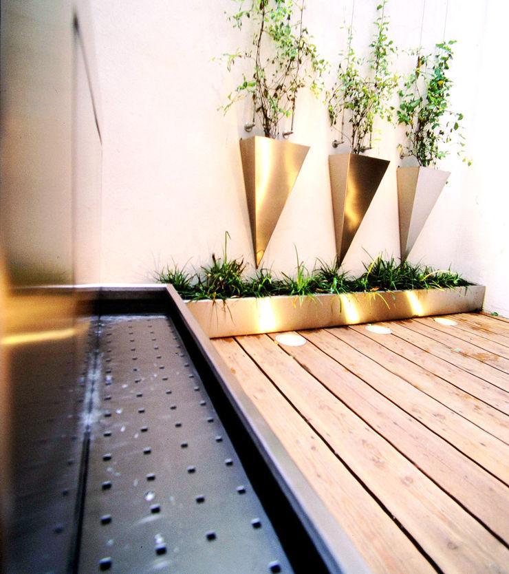 Rooftops BEGRÜNDER Moderner Balkon, Veranda & Terrasse
