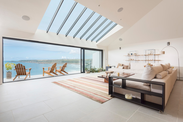 Gwel-An-Treth, Sennen Cove, Cornwall Laurence Associates Salas de estar modernas Branco