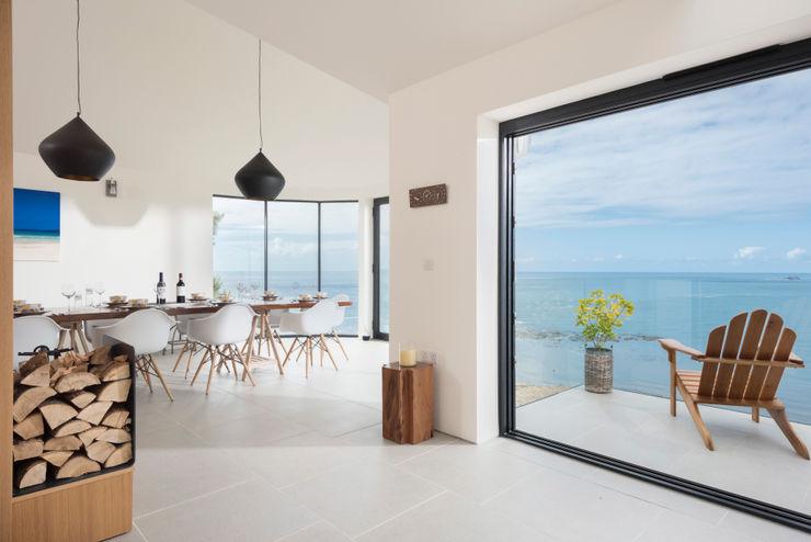 Gwel-An-Treth, Sennen Cove, Cornwall Laurence Associates Salas de jantar modernas Branco
