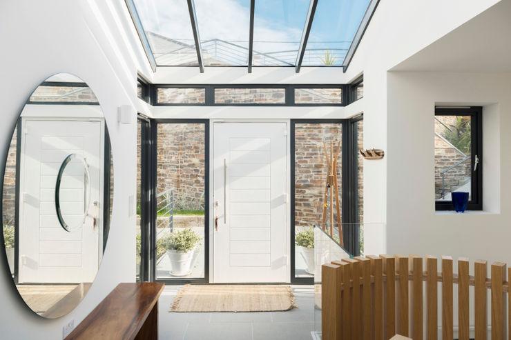 Gwel-An-Treth, Sennen Cove, Cornwall Laurence Associates Corredores, halls e escadas modernos