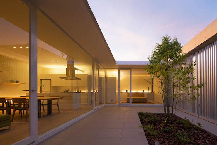MANI建築デザイン事務所 minimalist style balcony, porch & terrace