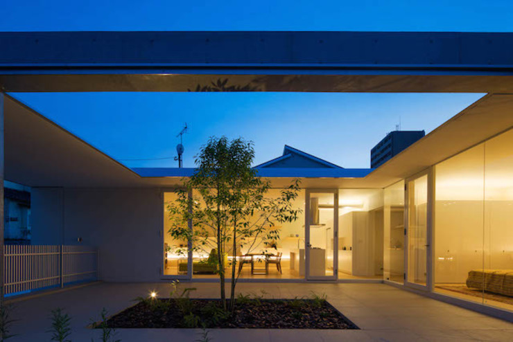 MANI建築デザイン事務所 Balcones y terrazas de estilo minimalista