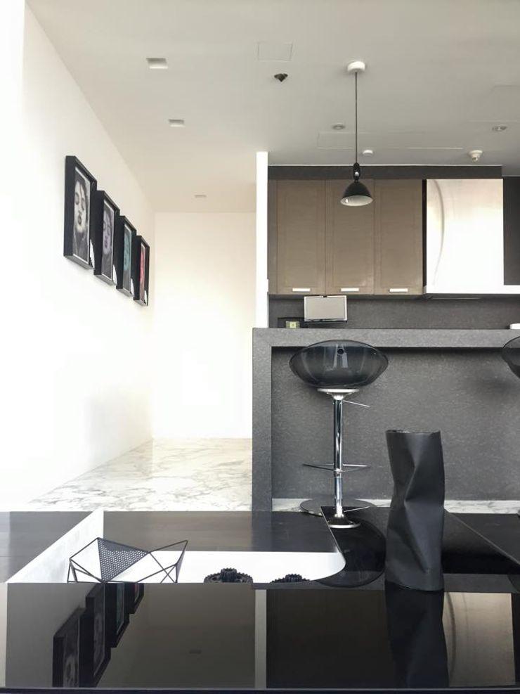THE ST. REGIS Barra de Arquitectura Mexicana Cocinas modernas Negro