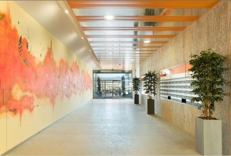 ABAD Y COTONER, S.L. Modern corridor, hallway & stairs Orange
