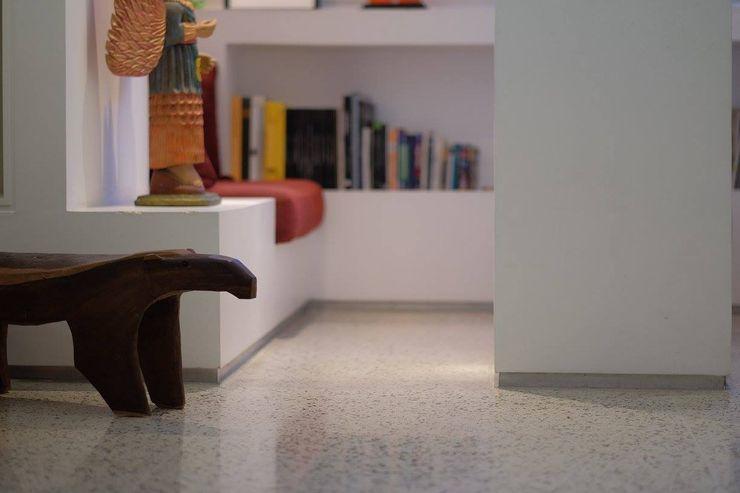 1 RRA Arquitectura Pasillos, vestíbulos y escaleras de estilo minimalista