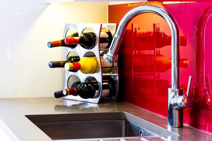 Modern kitchen sink with red splashback Affleck Property Services KitchenSinks & taps Metallic/Silver