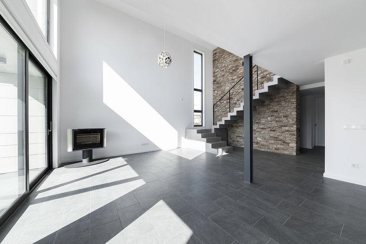 AD+ arquitectura 现代客厅設計點子、靈感 & 圖片 石器 Brown