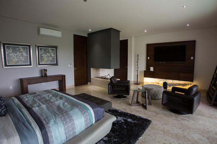 Recámara principal. Dovela Interiorismo Dormitorios modernos: Ideas, imágenes y decoración Gris