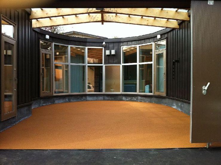 さとう建築デザイン室 Eclectic style garage/shed