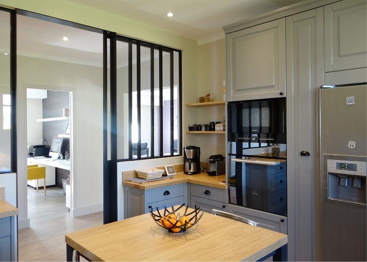 UN AMOUR DE MAISON Modern kitchen