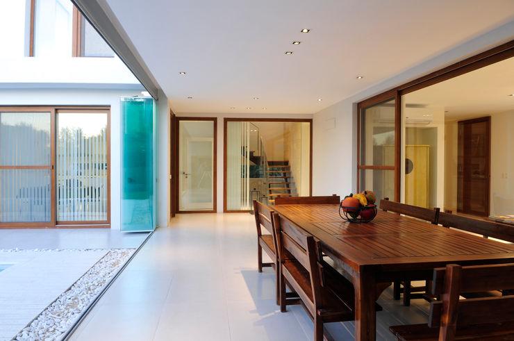 Ramirez Arquitectura Patios & Decks Wood White