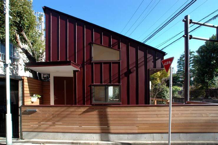 深澤設計 Casas de estilo industrial