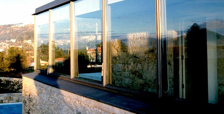 MANUEL CORREIA FERNANDES, ARQUITECTO E ASSOCIADOS Modern Windows and Doors