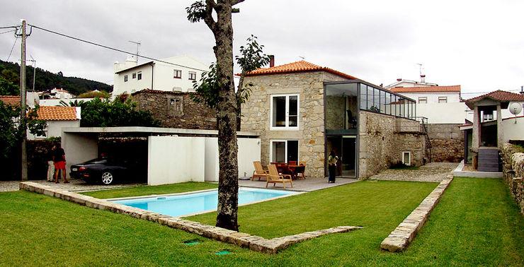 MANUEL CORREIA FERNANDES, ARQUITECTO E ASSOCIADOS Jardines de estilo moderno
