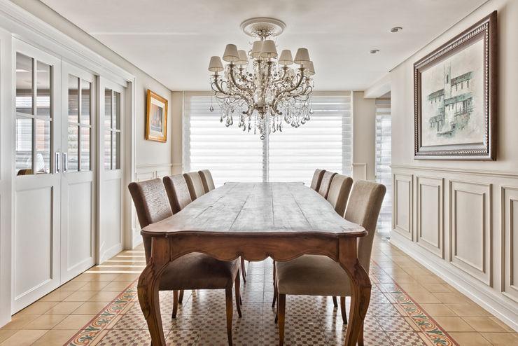 ESPAÇO JANTAR UNION Architectural Concept Salas de jantar clássicas Madeira Bege