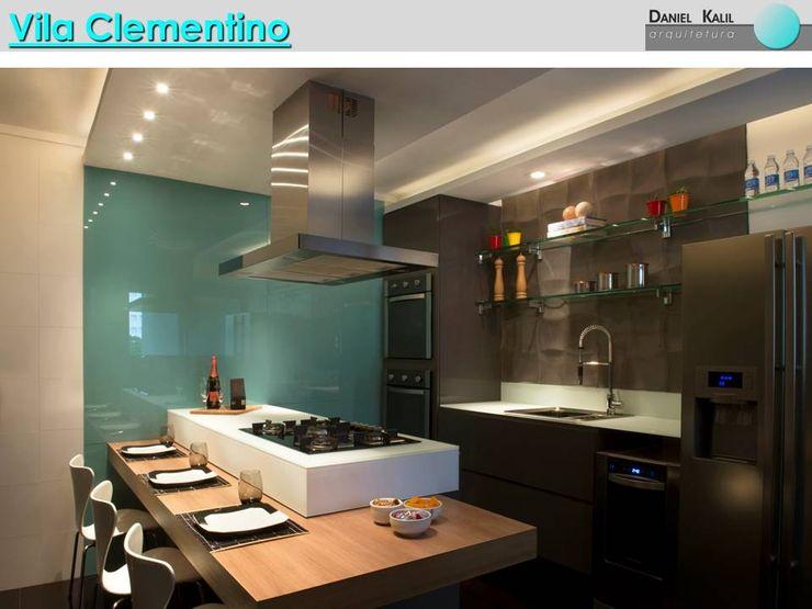 Cozinha Moderna Daniel Kalil Arquitetura Cozinhas modernas Vidro Turquesa