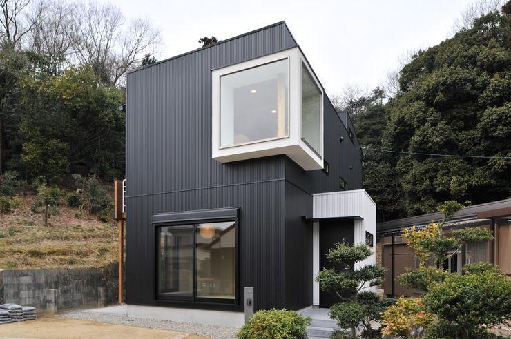 若山建築設計事務所 Ausgefallene Häuser Metall Schwarz