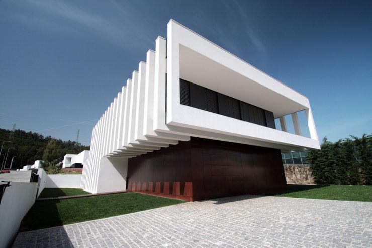 TRAMA arquitetos Casas modernas: Ideas, imágenes y decoración