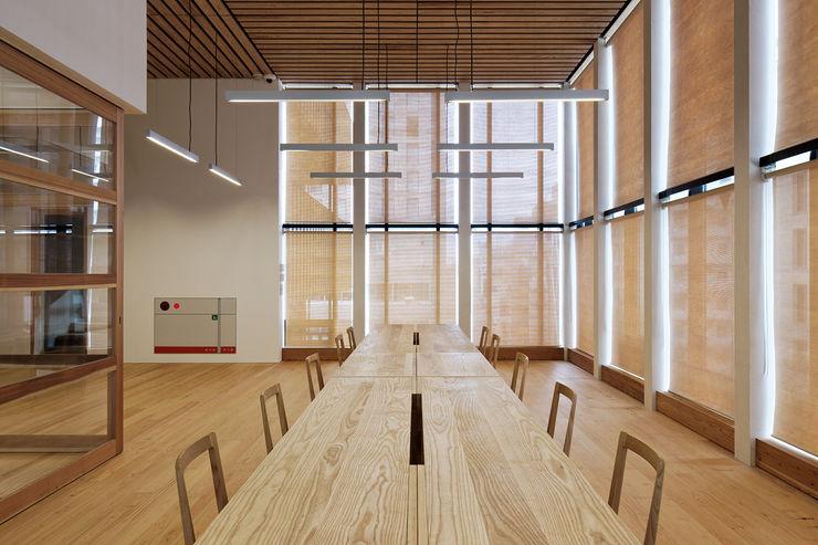 井上スダレ株式会社 Office spaces & stores Wood Wood effect
