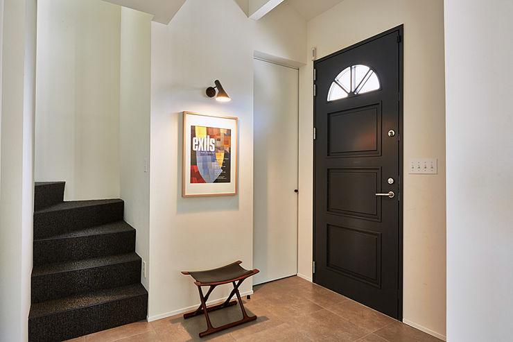 株式会社フーセット Huset co.,ltd Modern corridor, hallway & stairs