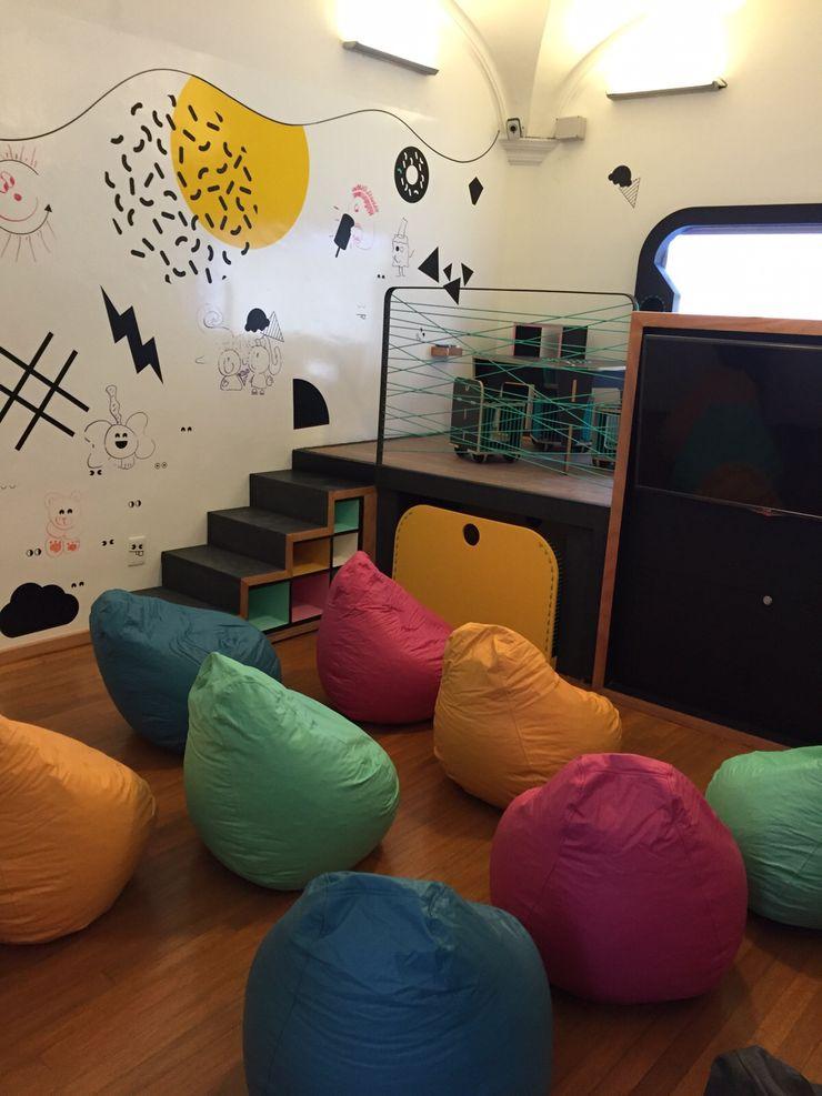 Diseño salón de niños Cerroviento Amétrico Estudio Espacios comerciales de estilo minimalista