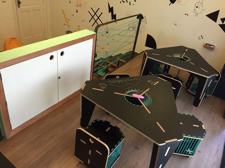 Mesas de dibujo Amétrico Estudio Espacios comerciales de estilo minimalista