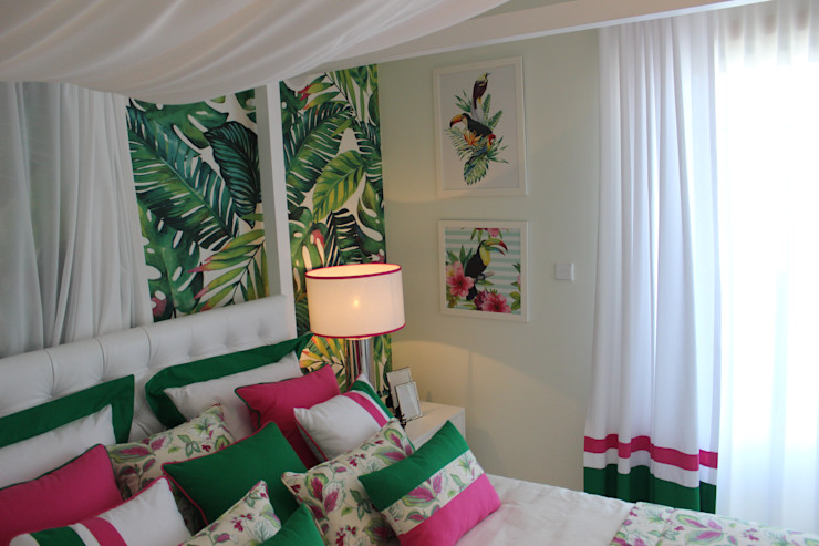 """Quarto de Hóspedes """"Cabana Tropical Verde e Fúcsia"""" By Andreia Louraço Design e Interiores Andreia Louraço - Designer de Interiores (Email: andreialouraco@gmail.com) Quartos tropicais Têxtil Rosa"""