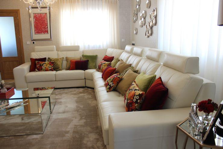 Andreia Louraço - Designer de Interiores (Email: andreialouraco@gmail.com) Salon moderne Bois d'ingénierie Beige