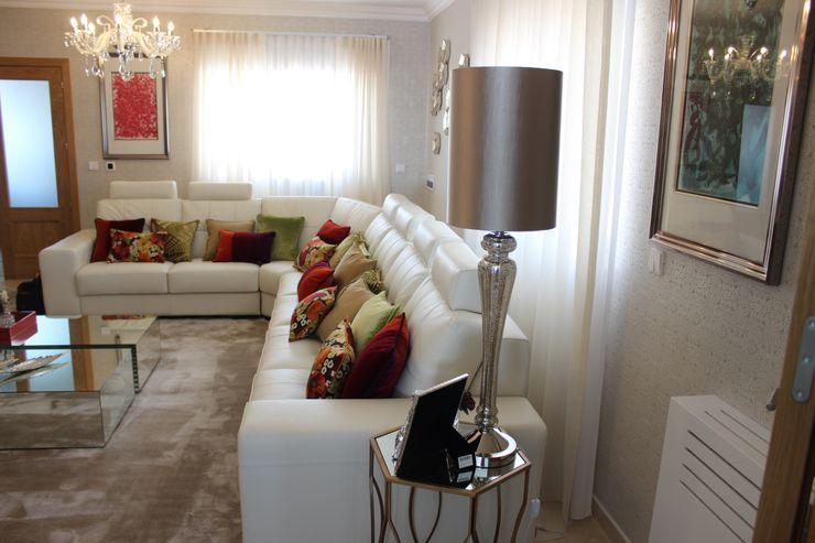 Andreia Louraço - Designer de Interiores (Email: andreialouraco@gmail.com) Salon moderne Bois d'ingénierie Blanc