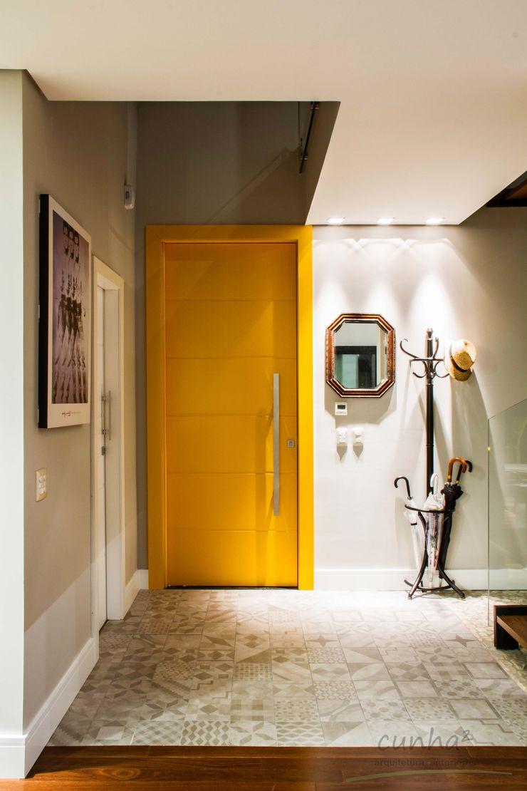 cunha² arquitetura Pasillos, vestíbulos y escaleras de estilo minimalista