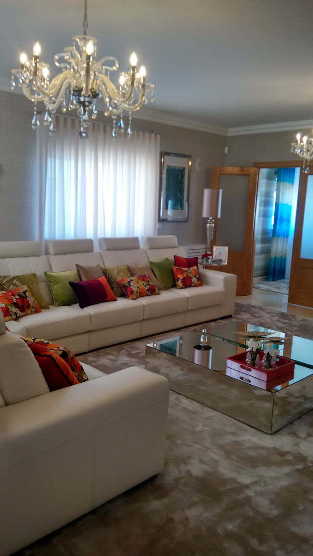 Andreia Louraço - Designer de Interiores (Email: andreialouraco@gmail.com) Salon moderne Bois Multicolore