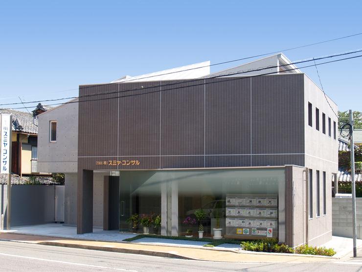 古津真一 翔設計工房一級建築士事務所 Espacios comerciales de estilo moderno Azulejos Marrón
