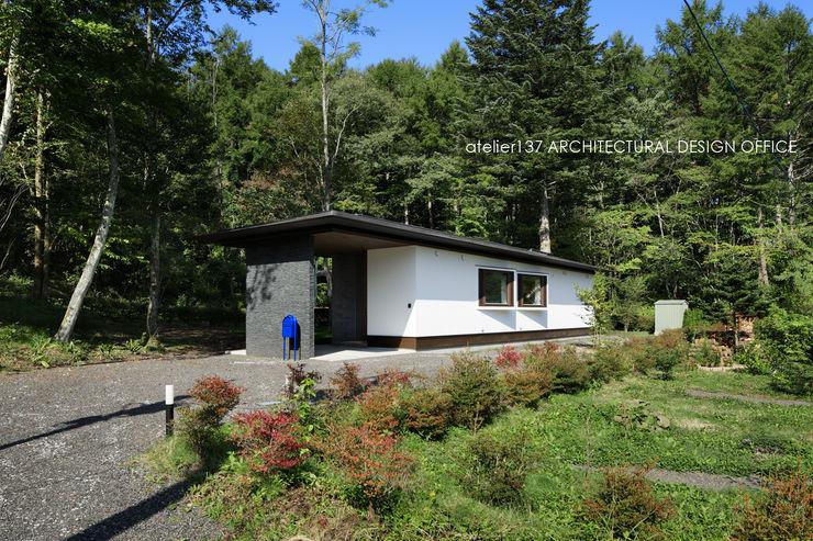 外観~037軽井沢 I さんの家 atelier137 ARCHITECTURAL DESIGN OFFICE モダンな 家 白色