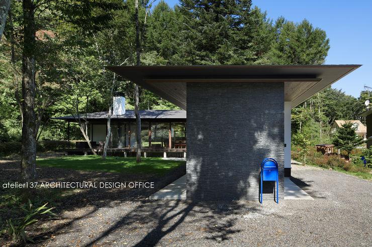 外観~037軽井沢 I さんの家 atelier137 ARCHITECTURAL DESIGN OFFICE クラシカルな 家 石 灰色