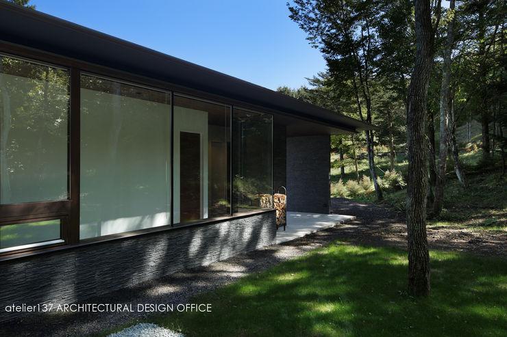 外観~037軽井沢 I さんの家 atelier137 ARCHITECTURAL DESIGN OFFICE モダンな 家 ガラス 透明