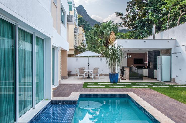 RESIDENCIA FAMILIAR SÃO CONRADO RJ AR Arquitetura & Interiores Modern Pool