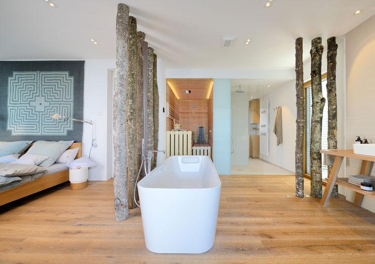 Bau-Fritz GmbH & Co. KG Modern Bathroom