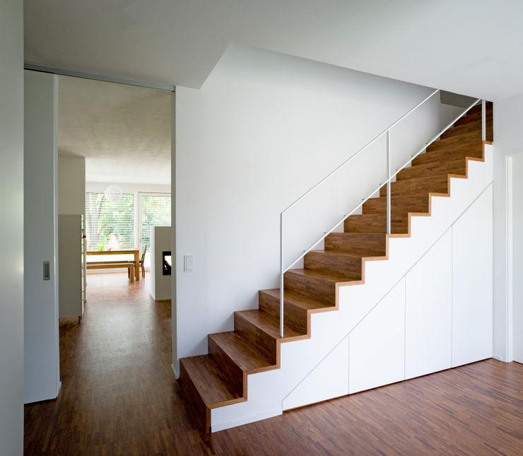 Hofmann Keicher Ring Architekten Коридор, прихожая и лестница в модерн стиле