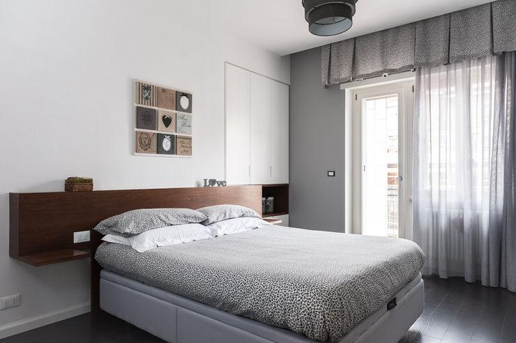 NEAR Architecture Casa IPA Paolo Fusco Photo Camera da letto minimalista Grigio