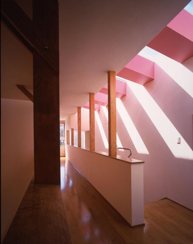 Guen BERTHEAU-SUZUKI Co.,Ltd. Modern corridor, hallway & stairs