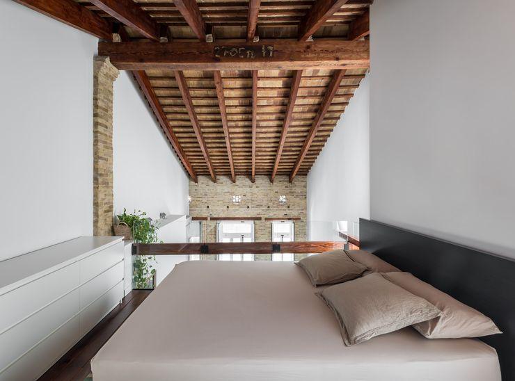 amBau Gestion y Proyectos Moderne Schlafzimmer