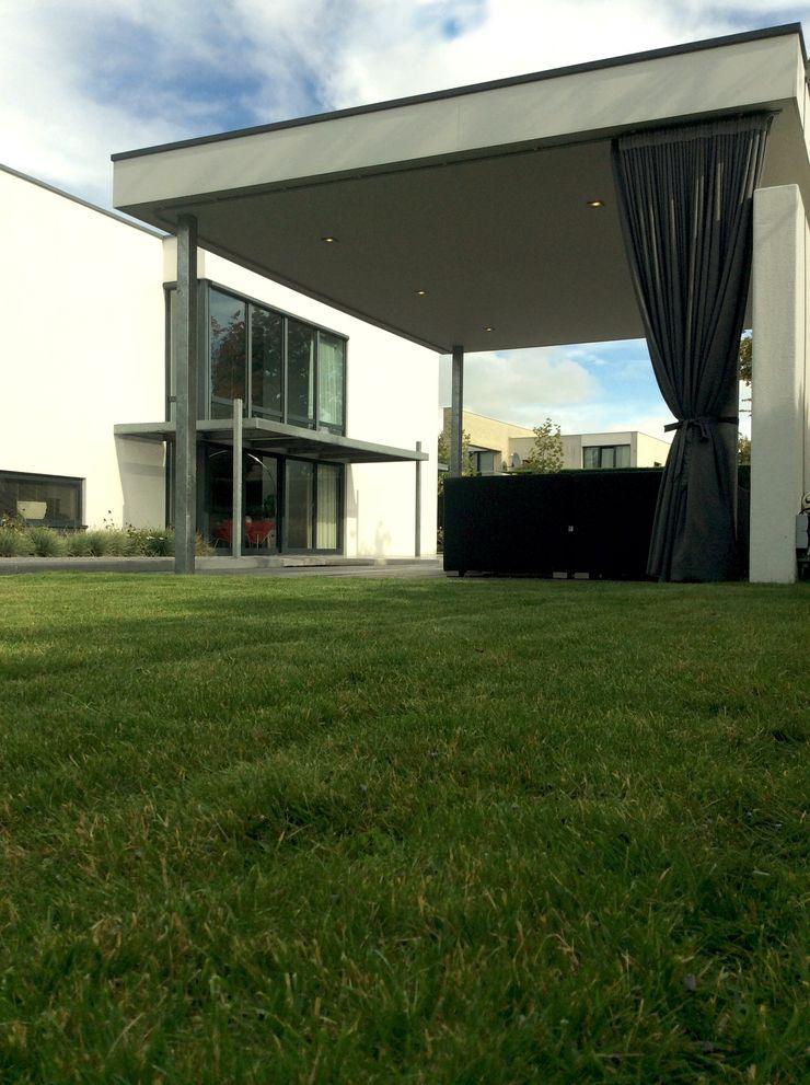 Strakke veranda Sparq Tuinen Moderne tuinen