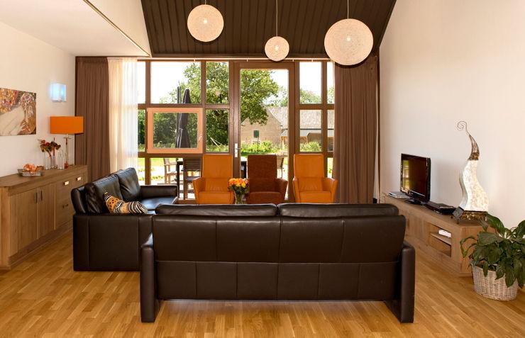 Woonkamer stripesarchitects Landelijke woonkamers