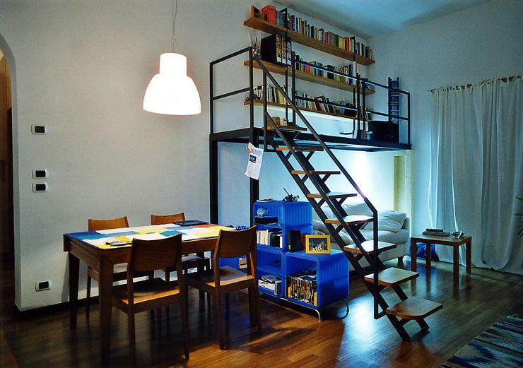 Casa GG Nicola Sacco Architetto Soggiorno in stile industriale Ferro / Acciaio Bianco